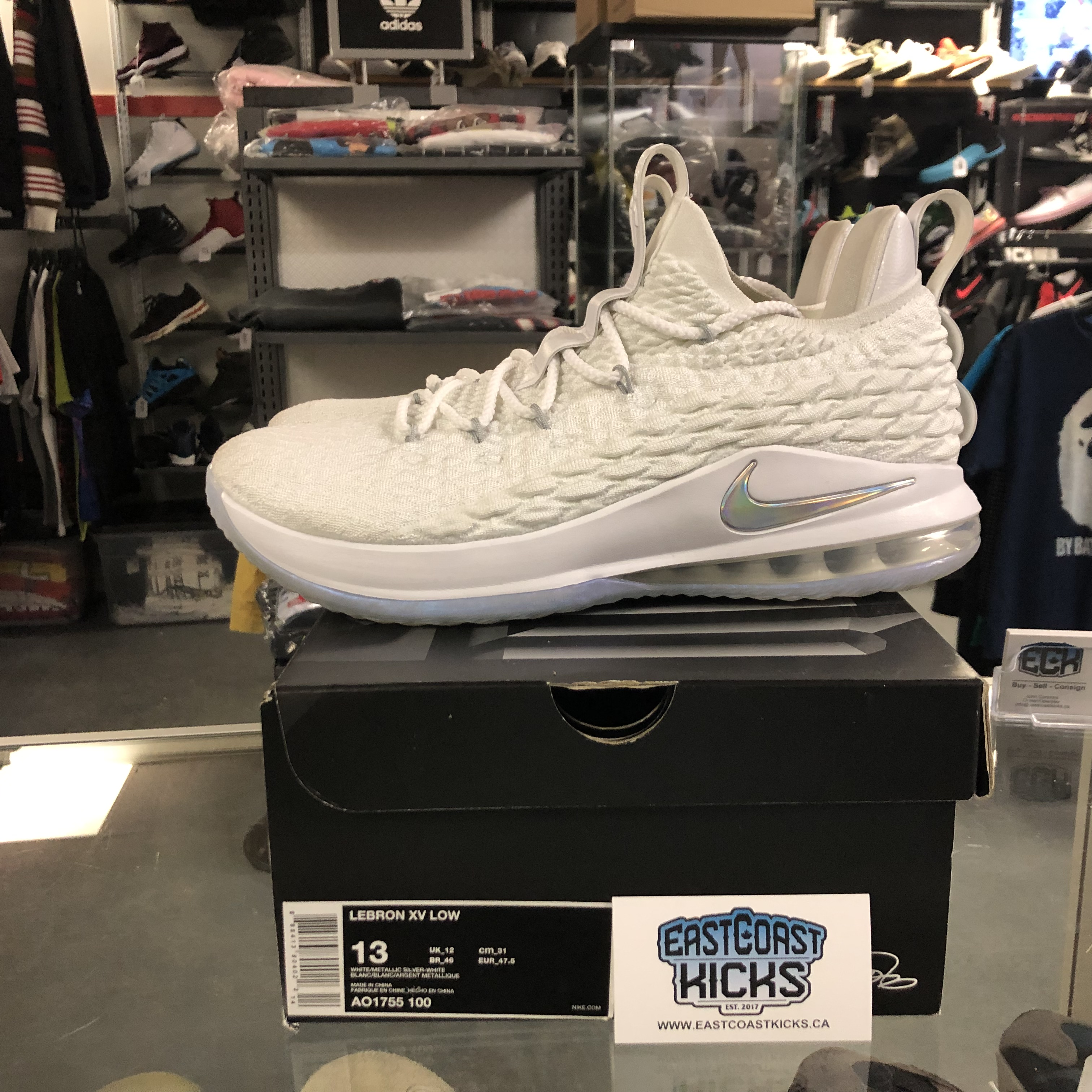 cheap for discount b0894 ca89d Preowned Lebron 15 Low White Size 13