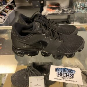 Preowned Black Vapormax Size 6 Y