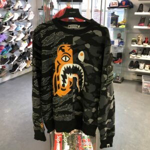 Preowned Bathing Ape x Undefeated Crewneck Camo Size L