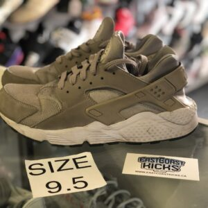 Preowned Nike Huarache Tan Size 9.5