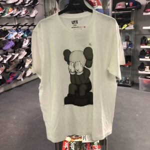 Kaws x Uniqlo Passing Through White Size XL